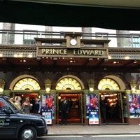 12/15/2012 tarihinde Eewei C.ziyaretçi tarafından Prince Edward Theatre'de çekilen fotoğraf