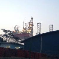 Das Foto wurde bei Jurong Shipyard von kajamesfckin_a am 1/24/2014 aufgenommen