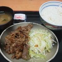 Photo taken at Yoshinoya by とつを 。. on 12/19/2013