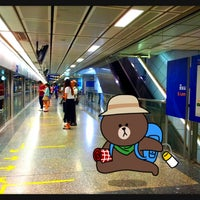 Photo taken at MRT Si Lom (SIL) by ภพภัชภาการ ข. on 3/23/2013