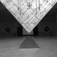Foto tirada no(a) Pyramide Inversée du Carrousel por Stefania L. em 11/7/2013