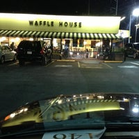 Photo taken at Waffle House by Tony Polo J. on 11/5/2012