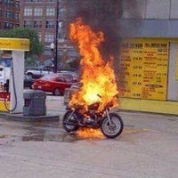 Photo taken at Posto Shell by Elvis N. on 5/13/2015