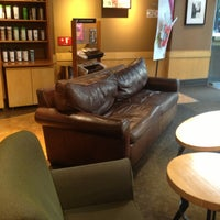 Foto tomada en Starbucks por Chris S. el 5/6/2013