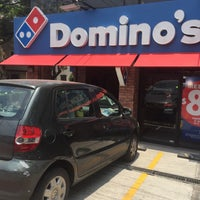 Foto tomada en Dominos pizza  por Chris S. el 5/29/2017