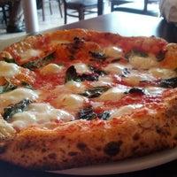 Foto scattata a Pupatella Neapolitan Pizza da Alex N. il 10/20/2012
