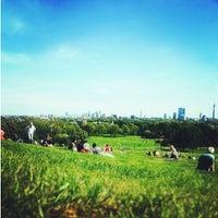 5/26/2013 tarihinde Gabi J.ziyaretçi tarafından Primrose Hill'de çekilen fotoğraf