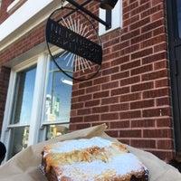 Foto scattata a Neighbor Bakehouse da Estelle C. il 1/28/2017