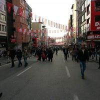 Das Foto wurde bei Altıyol Meydanı von Kemal Ç. am 12/2/2012 aufgenommen
