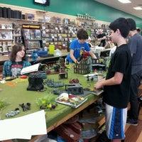 Foto tirada no(a) Dragon's Lair Comics & Fantasy por Alachia Q. em 4/13/2013