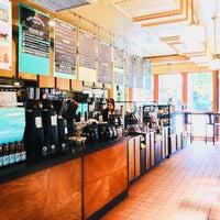 8/10/2017 tarihinde Ryan Neal C.ziyaretçi tarafından Colectivo Coffee Roasters'de çekilen fotoğraf