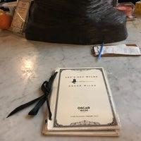 Foto diambil di Oscar Wilde oleh Susan pada 8/12/2018