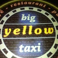 รูปภาพถ่ายที่ Big Yellow Taxi Benzin โดย Serpil G. เมื่อ 5/24/2013
