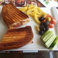 5/1/2013 tarihinde Zehra B.ziyaretçi tarafından Kiper Pastanesi'de çekilen fotoğraf