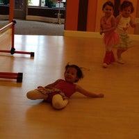 10/4/2013 tarihinde Erika E.ziyaretçi tarafından Bella Ballerina'de çekilen fotoğraf
