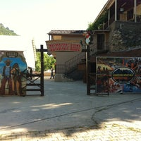 6/22/2013 tarihinde Meralziyaretçi tarafından Kasaba Restoran'de çekilen fotoğraf