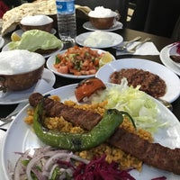 Photo taken at Özgül Urfa Kebap ve Lahmacun Salonu by Yusuf G. on 2/22/2018