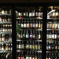12/24/2012 tarihinde Siobhan Q.ziyaretçi tarafından Chuck's Hop Shop'de çekilen fotoğraf