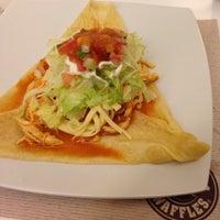 11/24/2013 tarihinde Carmen T.ziyaretçi tarafından Crepes & Waffles'de çekilen fotoğraf