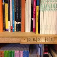 Foto tirada no(a) Books Actually por Clo G. em 5/26/2013
