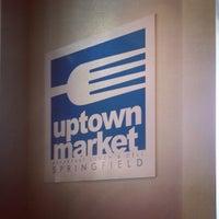 รูปภาพถ่ายที่ Uptown Kitchen & Bar โดย James C. เมื่อ 4/2/2013
