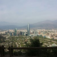 Foto tirada no(a) Cerro San Cristóbal por Mari R. em 10/20/2013