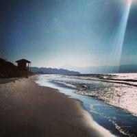 Foto tirada no(a) Praia de Jurerê Internacional por Pedro C. em 5/3/2013