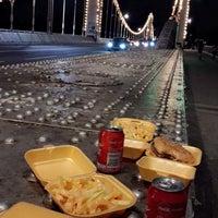 Foto scattata a Chelsea Bridge Burger da Hanoufa il 10/2/2017