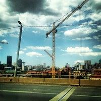 Снимок сделан в Braamfontein пользователем Mark Z. 2/15/2013