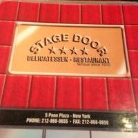 Das Foto wurde bei Stage Door Delicatessen von Mark W. am 10/21/2012 aufgenommen