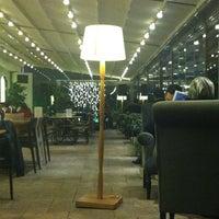 2/8/2013 tarihinde İbrahim A.ziyaretçi tarafından Âlâ Cafe & Bistro'de çekilen fotoğraf
