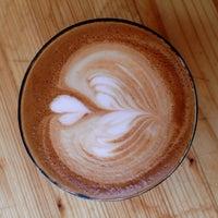 Foto tomada en Mia coffee shop por Andreas P. el 6/5/2017