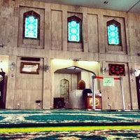 Photo taken at Masjid Al-Mujahideen by Jules K. on 3/4/2013