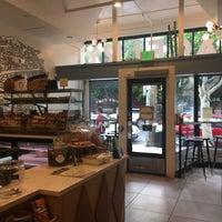 6/28/2018 tarihinde Sarah B.ziyaretçi tarafından Wise Sons Bagel & Coffee'de çekilen fotoğraf