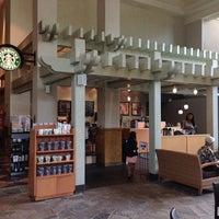 Foto tirada no(a) Starbucks por Brandon C. em 10/6/2012