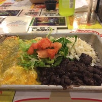 Photo taken at Picante! Fresh Mexican Grill by Evelyn on 6/10/2015