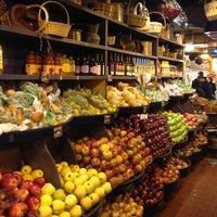Foto tomada en Amish Market por Ben R. el 10/31/2012