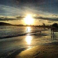 Foto tirada no(a) Praia de Geribá por Harlen C. em 3/16/2013