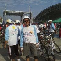 Photo taken at Lapangan Karebosi by D' B. on 9/15/2012