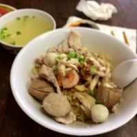 Photo taken at Vien Huong Restaurant by Kelly W. on 10/13/2014