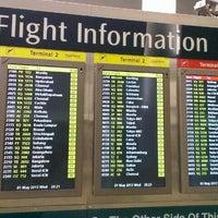 รูปภาพถ่ายที่ Terminal 2 โดย Ryan Jeff F. เมื่อ 5/1/2013