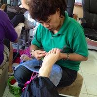 Foto tirada no(a) Andrea Jo Salon por Bae'labi D. em 11/23/2012