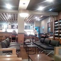 Photo prise au Starbucks par Gading M. le1/23/2013