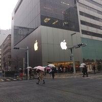 รูปภาพถ่ายที่ Apple Ginza โดย Ming-i P. เมื่อ 12/15/2012