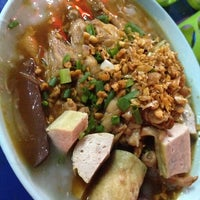 Photo taken at โจ๊ก จั๊บ เส้น บัตรคิว by Tikamporn S. on 12/17/2012