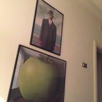 Foto scattata a Hotel Amigo da Ludovic M. il 11/4/2012