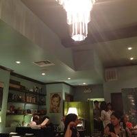 Photo prise au Café China par Azure Tianran Q. le10/3/2012
