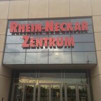 Das Foto wurde bei Rhein Neckar Zentrum von Kezy Y. am 4/18/2013 aufgenommen
