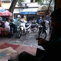 Photo taken at Cafe Năng by Tuan V. on 11/28/2012