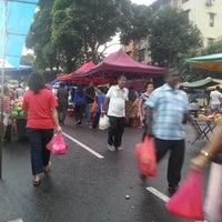Photo taken at Pasar Malam Tmn Sri Sentosa by Lythicia G. on 12/26/2013